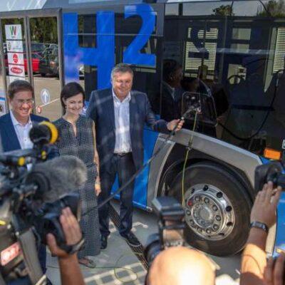 Fronius prueba un autobús de hidrógeno generado con energía solar